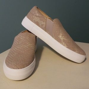 "NEW VINCE CAMUTO Slip On ""Kaylinn"" Sneakers"